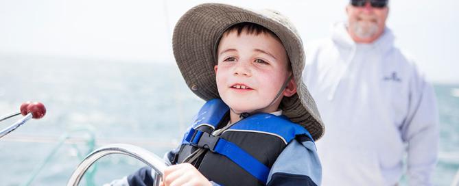 little-sailor-team-oneill-catamaran